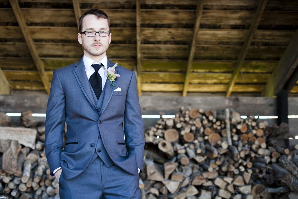 groom portrait, grey suit, boutoniere, barn portrait, saar bank farms wedding