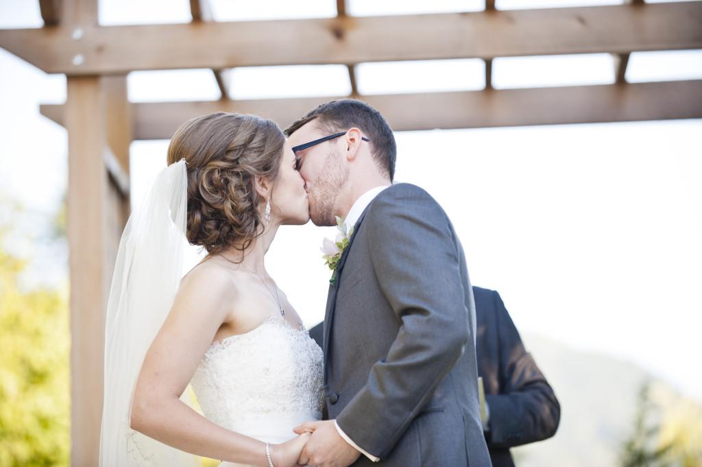 secret garden at woodbridge ponds, ceremony first kiss